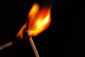 성냥끼리 불 붙이는 모습 템플릿