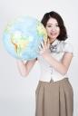 지구본 들고 있는 여학생 템플릿