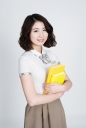 책 들고 있는 여학생 템플릿