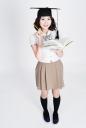 학사모 쓰고 책 들고 있는 여학생 템플릿
