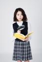 돋보기와 책 들고 있는 여학생 템플릿