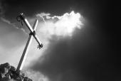 돌에 박혀있는 십자가 템플릿