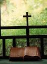 십자가와 성경 템플릿